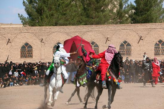 گزارش تصویری تعزیه خوانی روز عاشورا در امام زاده سید غریب رفسنجان