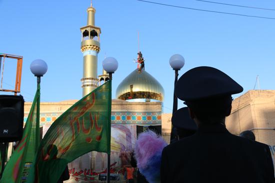 اهتزاز پرچم حرم امام حسین(ع) بر فراز گنبد مسجد صاحب الزمان (عج)هیئت کاظمیه رفسنجان/تصاویر