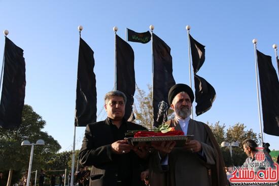 پرچم حرم امام حسین(ع) بر فراز گنبد مسجد صاحب الزمان (عج)هیئت کاظمیه رفسنجان (۴)