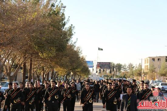 پرچم حرم امام حسین(ع) بر فراز گنبد مسجد صاحب الزمان (عج)هیئت کاظمیه رفسنجان (۷)