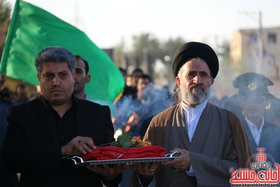 پرچم حرم امام حسین(ع) بر فراز گنبد مسجد صاحب الزمان (عج)هیئت کاظمیه رفسنجان (۸)