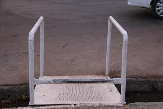 تصاویر بدون شرح از معابر رفسنجان که تردد را برای معلولین سخت کرده است