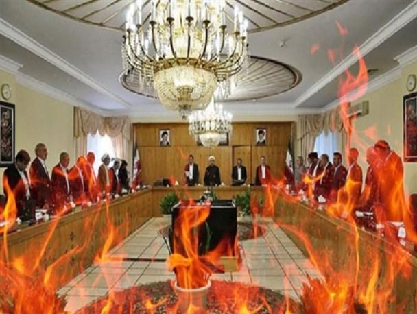 اختلاف در تیم اقتصادی دولت؛ آتشی که دودش به چشم مردم می رود