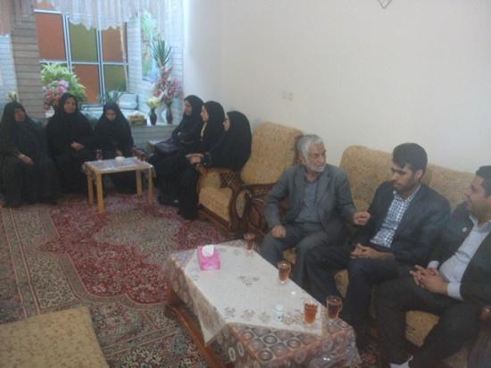دیدار جمعی از دانشجویان موسسه آموزش عالی مفاخر رفسنجان با خانواده شهید اسماعیلی / تصاویر