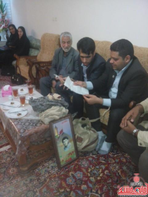 دیدار دانشجویان مفاخر رفسنجان با خانواده شهید-خانه خشتی (۲)