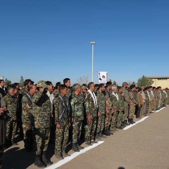نمایش شکوه ایستادگی در مراسم صبحگاه مشترک نیروهای بسیجی شهرستان رفسنجان / عکس