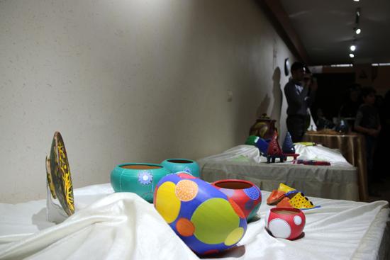 نمایشگاه نقاشی و سفال «از خاک تا نقش» در رفسنجان افتتاح شد