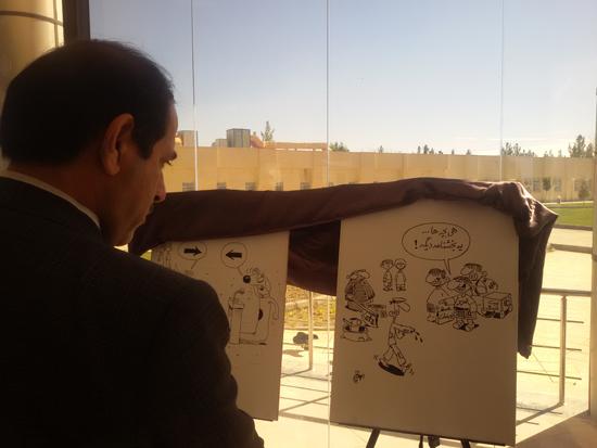 نمایشگاه یادبود مفاسد اقتصادی-دانشگاه ولی عصر رفسنجان-خانه خشتی (۲)