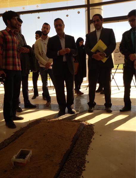نمایشگاه یادبود مفاسد اقتصادی-دانشگاه ولی عصر رفسنجان-خانه خشتی (۷)