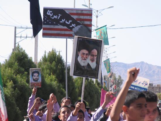 راهپیمایی ۱۳ آبان در بهرمان رفسنجان برگزار شد / تصاویر