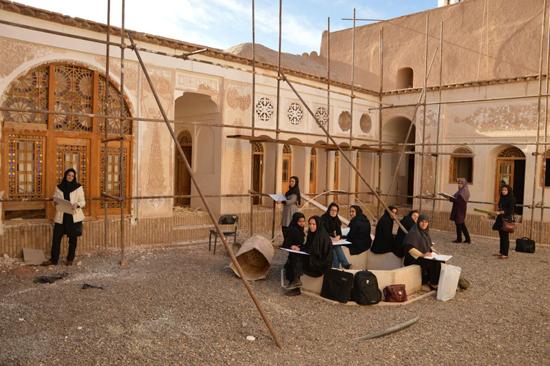 بازدید علمی دانشجویان مفاخر رفسنجان از بزرگترین خانه خشتی جهان / تصاویر