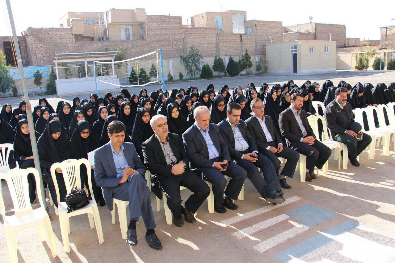 به صف شدن هفت مسئول برای افتتاح ساختمان سرایداری ۹۰ متری در رفسنجان