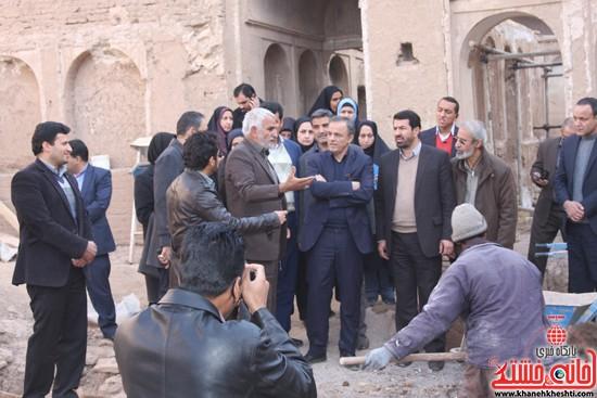 بازدید استاندار کرمان از خانه خشتی (۴)