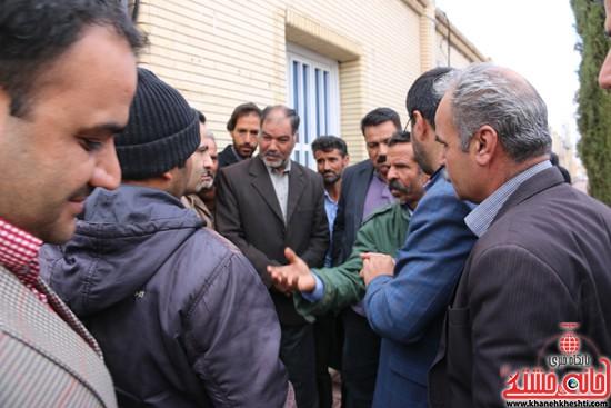 تجمع مردم روستای علم آباد در مقابل فرمانداری (۲)