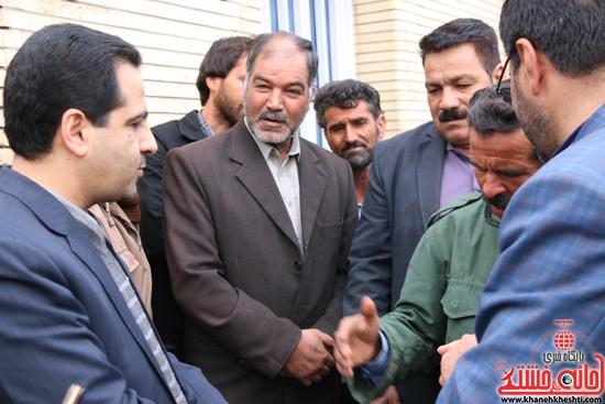 تجمع مردم روستای علم آباد در مقابل فرمانداری (۳)