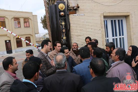 تجمع مردم روستای علم آباد در مقابل فرمانداری (۶)