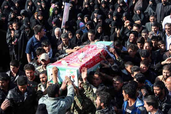 دوربین خانه خشتی در تشییع پیکر پاک شهید مدافع حرم رفسنجان