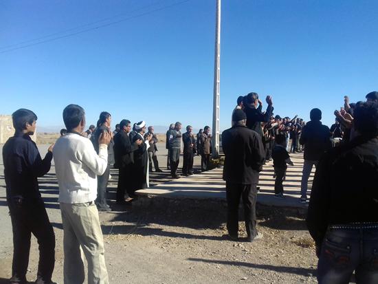 عزاداری و خواندن زیارت اربعین در گلزار شهداء احمدآباد دئفه کشکوئیه (۴)