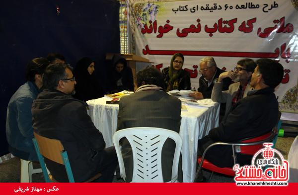 گردهمایی داستان نویسان رفسنجانی در نمایشگاه کتاب و مطبوعات+عکس