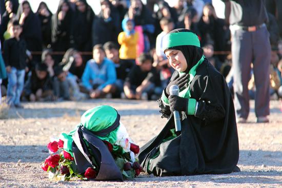 اجرای تعزیه بازار شام و شهادت حضرت رقیه در امامزاده سید غریب رفسنجان / تصاویر