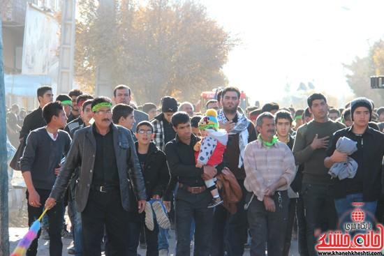 پیاده روی اربعین حسینی با حضور کاروان رهپویان کربلا در رفسنجان (۱۰)
