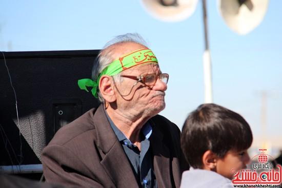پیاده روی اربعین حسینی با حضور کاروان رهپویان کربلا در رفسنجان (۱۵)