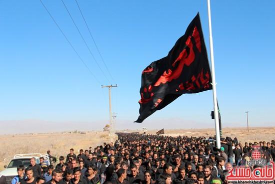 پیاده روی اربعین حسینی با حضور کاروان رهپویان کربلا در رفسنجان (۳۰)