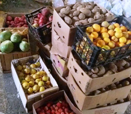توزیع میوه و شیرینی میان مددجویان کمیته امداد رفسنجان