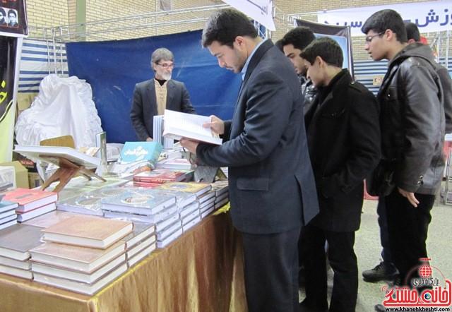 بازدید اعضای اتحادیه انجمن اسلامی دانش آموزان رفسنجان از نمایشگاه کتاب_خانه خشتی (۱)