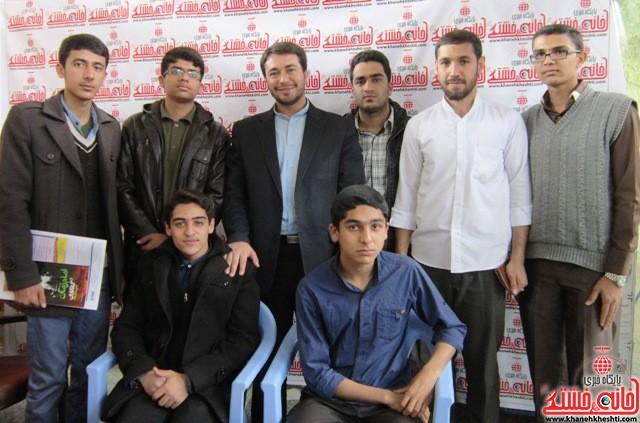 بازدید اعضای اتحادیه انجمن اسلامی دانش آموزان رفسنجان از نمایشگاه کتاب_خانه خشتی (۱۴)