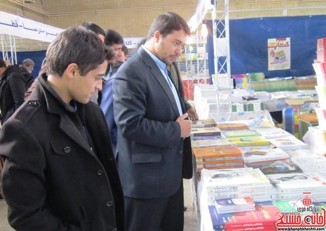 بازدید اعضای اتحادیه انجمن اسلامی دانش آموزان رفسنجان از نمایشگاه کتاب_خانه خشتی (۳)