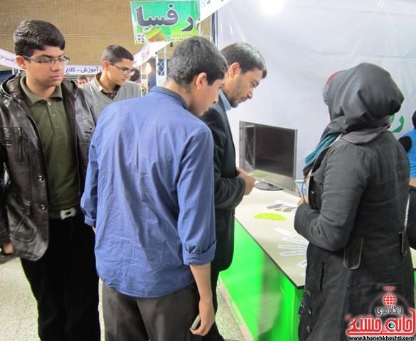 بازدید اعضای اتحادیه انجمن اسلامی دانش آموزان رفسنجان از نمایشگاه کتاب_خانه خشتی (۴)