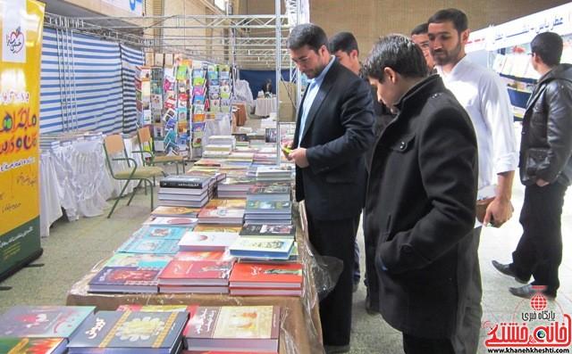 بازدید اعضای اتحادیه انجمن اسلامی دانش آموزان رفسنجان از نمایشگاه کتاب_خانه خشتی (۶)
