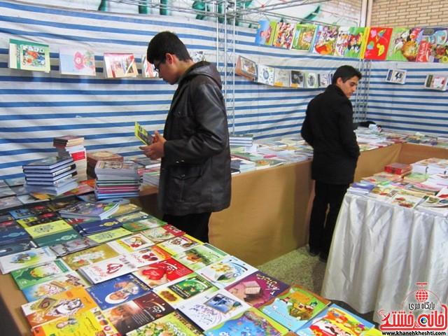 بازدید اعضای اتحادیه انجمن اسلامی دانش آموزان رفسنجان از نمایشگاه کتاب_خانه خشتی (۸)