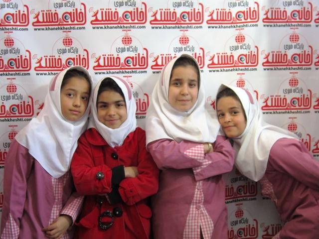 دانش آموزان بازدید کننده نمایشگاه کتاب و مطبوعات به جمع هواداران خانه خشتی پیوستند