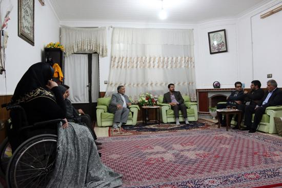 دیدار مسئولین با خانواده شهیدان ارجمندی و اسماعیلی/تصاویر