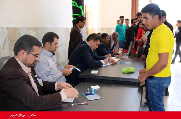 شوق حضور اقشار مختلف در شعب اخذ رأی رفسنجان/ نماینده منتخب به وعده هایش عمل کند