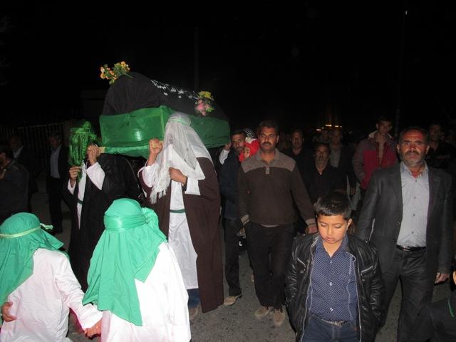 تصاویر / مراسم نمادین تشییع حضرت زهرا (س) در محله صادقیون رفسنجان