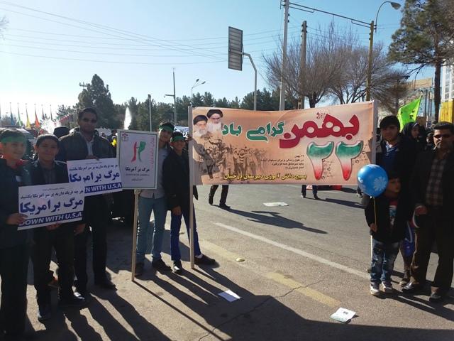 تصاویر/ حضور دانش آموزان دبیرستان پسرانه غیر دولتی درخشان در راهپیمایی ۲۲ بهمن
