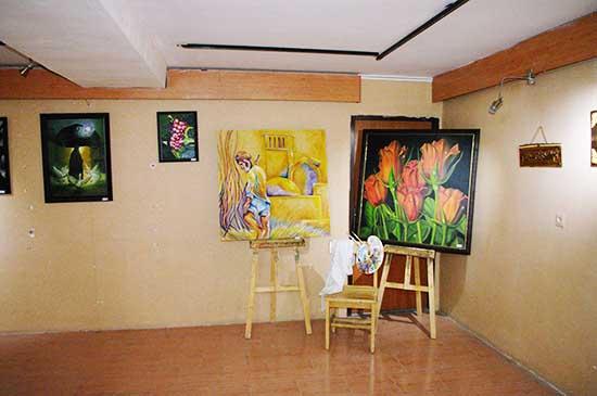 نمایشگاه نقاشی و صنایع دستی چوبی در نگارخانه فرهنگ رفسنجان برپا شد / عکس