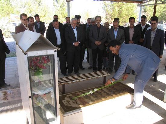 قبور شهدای بخش فردوس غبارویی شد/ تصاویر