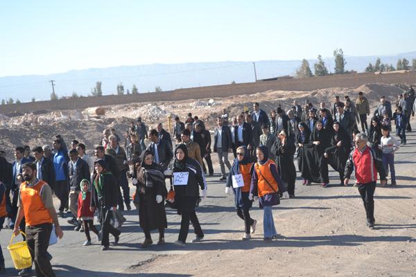 همایش پیاده روی در حومه غربی رفسنجان برگزار شد / تصاویر