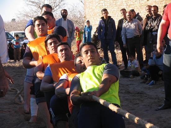 مسابقه طناب کشی قهرمانی روستاهای استان در حسین آباد نوق رفسنجان برگزار شد/تصاویر