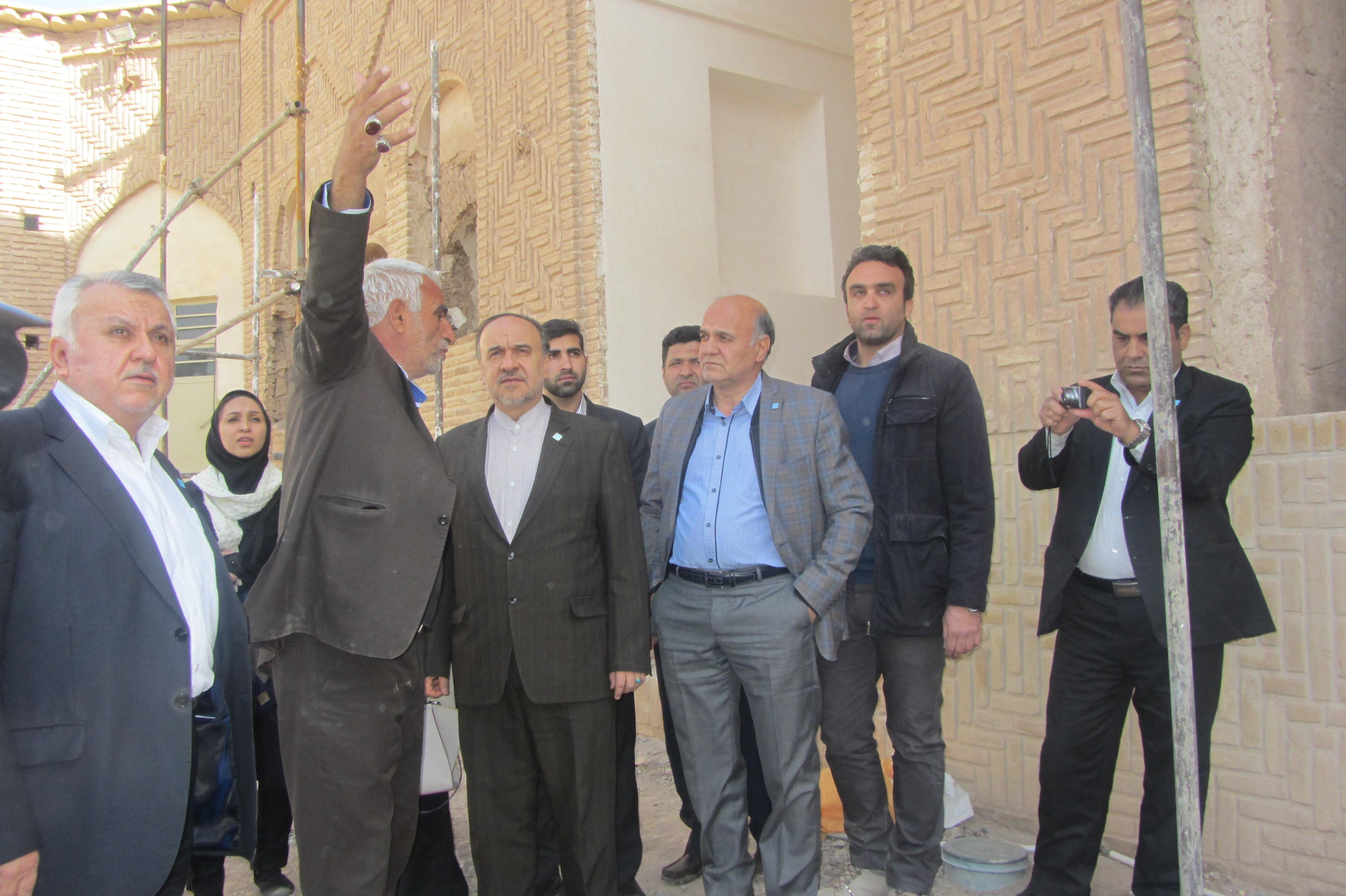 رئیس سازمان میراث فرهنگی از خانه خشتی بازدید کرد / عکس