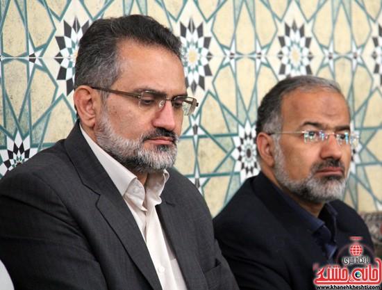 حسین آذین از ادامه ی کاندیداتوری دهمین دوره مجلس شورای اسلامی انصراف داد