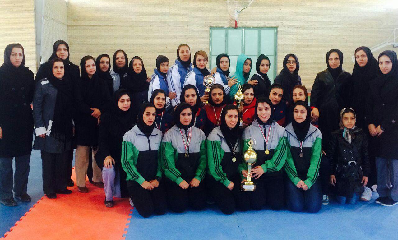 رفسنجان مقام اول مسابقات قهرمانی کاراته بانوان استان را کسب کرد