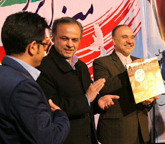 کاریکاتور رئیس سازمان میراث فرهنگی به او تقدیم شد