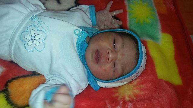 اولین نوزاد متولد شده در سال ۱۳۹۵ در رفسنجان / عکس