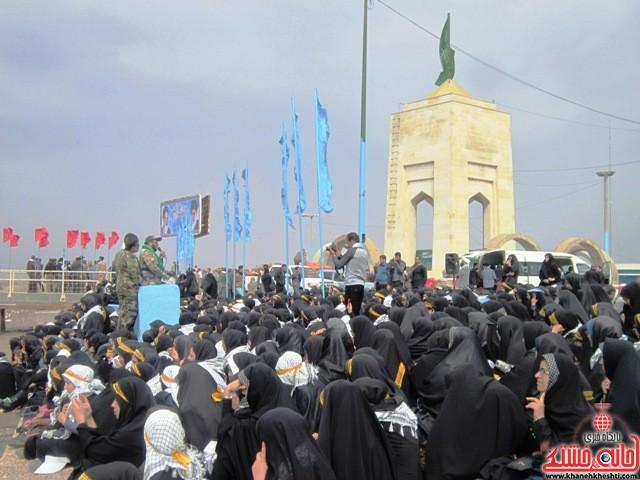 بازدید دانشجویان دختر بسیجی از مناطق عملیاتی جنوب_خانه خشتی_رفسنجان_ بهناز شریفی (۱۱)