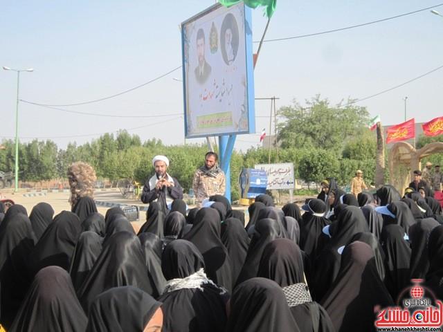 بازدید دانشجویان دختر بسیجی از مناطق عملیاتی جنوب_خانه خشتی_رفسنجان_ بهناز شریفی (۲۱)